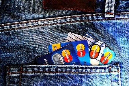 Как снять деньги с кредитной карты без комиссий и штрафов: 10 надежных способов